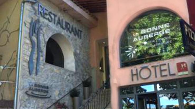 hotel-restaurant-moustiers-ste-marie-la-bonne-auberge-accueil1